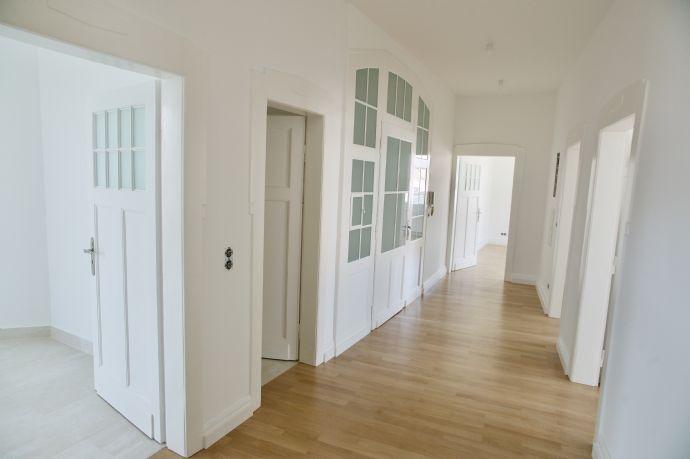 Luxuriöse 4-Zimmer-Altbauwohnung mit Balkon 300 Meter nach Altstadt Oberursel