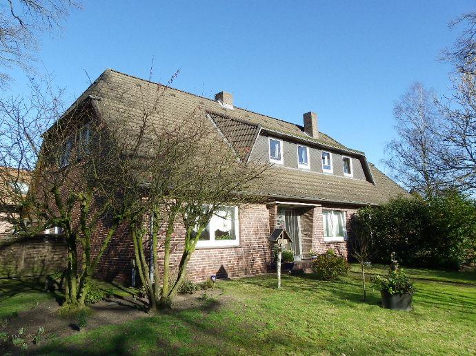 Großzügiges Zweifamilienhaus in Dorflage in Neuenkirchen-Tewel