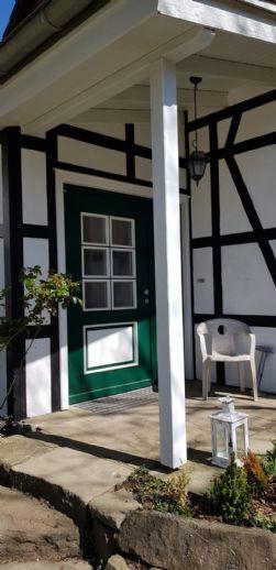 Stilvolles, lichtdurchflutetes Haus im Grünen mit biologischer Wand- und Bodenausstattung
