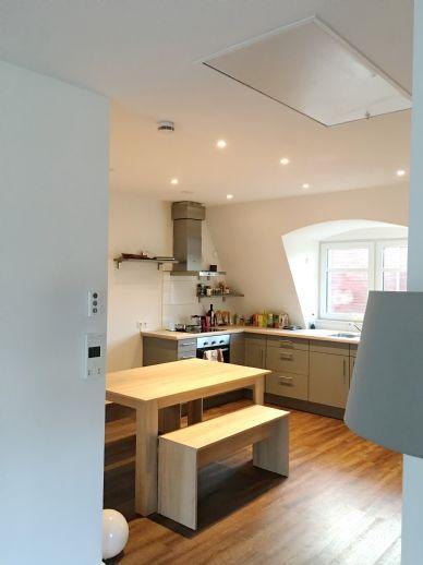 Zauberhafte 1 1/2 Zimmer-Wohnung mit offener Einbauküche/ Süd- Balkon im Energiehaus in ruhiger Lage / ab 01.07.2021