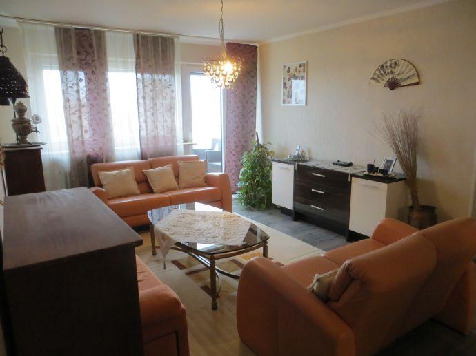 Gepflegte und großzügige 3-Zimmer-Wohnung mit EBK und Balkon!