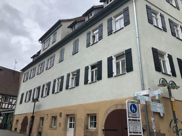 Schöne renovierte 3 Zimmer-Altbau-Wohnung, ca. 86 Quatratmeter, Mitten in Herrenberg ab sofort zu verkaufen!! Denkmalgeschützt