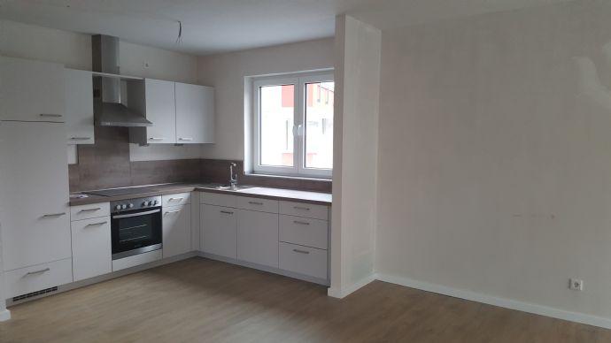 Seniorengerechte EG-Wohnung mit eigener Terrasse - großzügige Aufteilung mit Einbauküche-