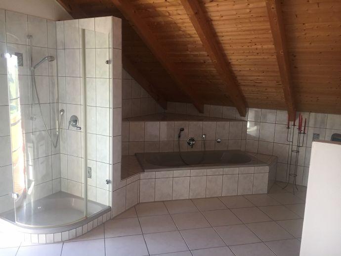 Hochwertige 4,5-Zimmer-Wohnung in Dreifamilienhaus Stefanskirchen 2 Balkone 143 qm