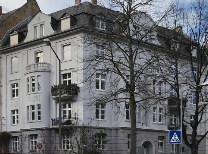VERKAUFT! Im Herzen des Wiesbadener Dichterviertels: Attraktive und großzügige 4-Zimmer-Dachgeschosswohnung