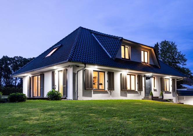 Exklusive Landhaus-Villa *321 m²* auf herrschaftlichem Grundstück *mit Bauplatz*