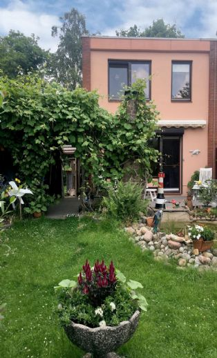 Schönes Reihenendhaus mit einem Garten zum Wohlfühlen und Garage!