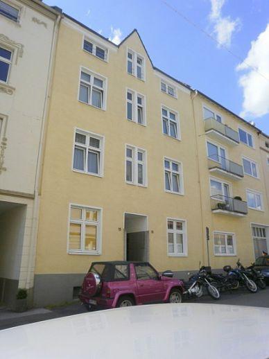Teilweise möbilierte 2 Zimmer DG Wohnung in gepflegtem Mehrfamilienhaus