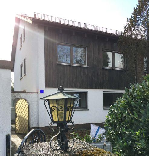 Renovierungsbedürftige Doppelhaushälfte mit Garage