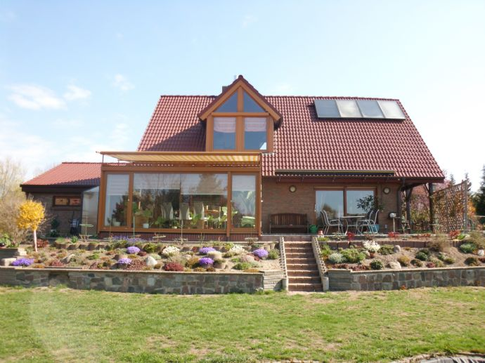 Exklusives Einfamilienhaus mit Vollkeller und Sauna