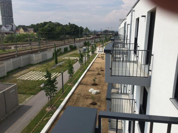 Für Studenten u. Vollzeitschüler, schönes Apartment mit Terrasse, komplett möbliert !!