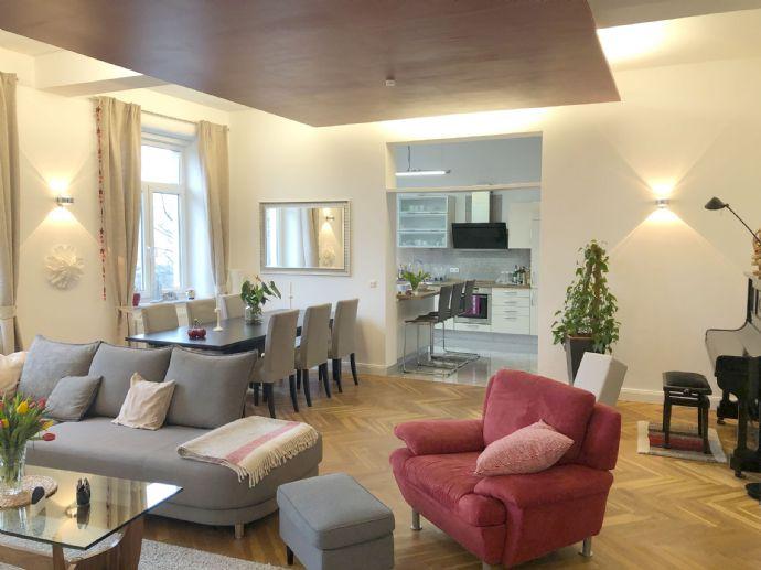 Luxuriöse 6-Zimmer-Wohnung mit Einbauküche und 2 Balkonen