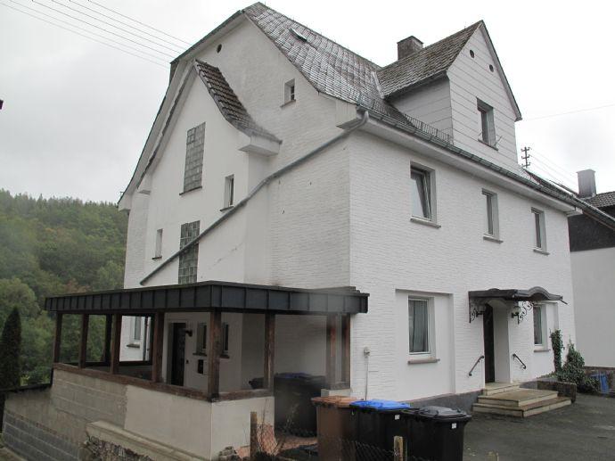 Dreifamilienhaus mit Einliegerwohnung und landwirtschaftlicher Fläche von 2.725 m² in Haiger-Fellerdilln