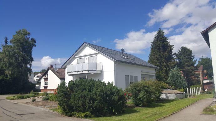 Moderne 3,5-Zimmer-Wohnung DG in einem freist. 2-Familienhaus in sehr ruhiger Lage der Kurstadt Bad Dürrheim