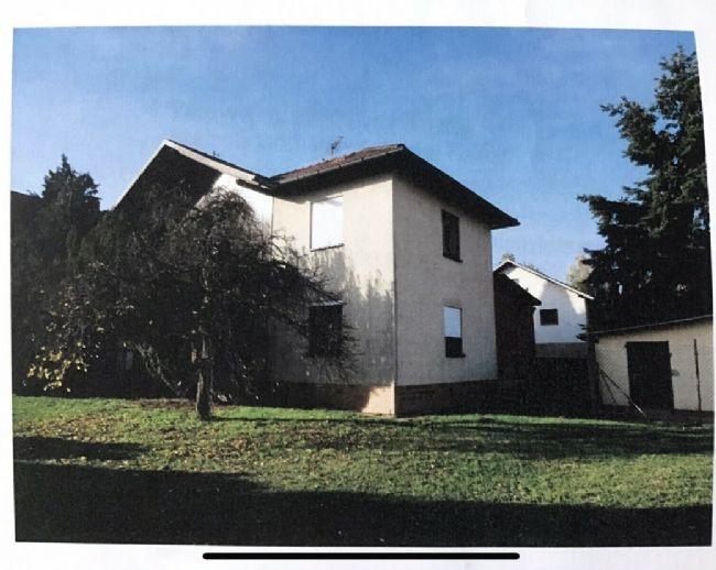 Haus auf 1800.0 m² Grundstücksfläche in Burkardroth. Freistehendes Einfamilienhaus mit großem Grundstück und Nebengebäuden