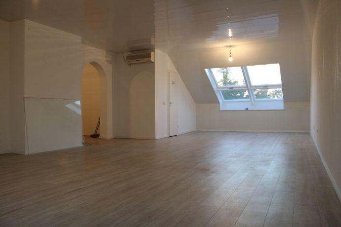 3-Raum-Wohnung inkl Einbauküche Wannenbad und