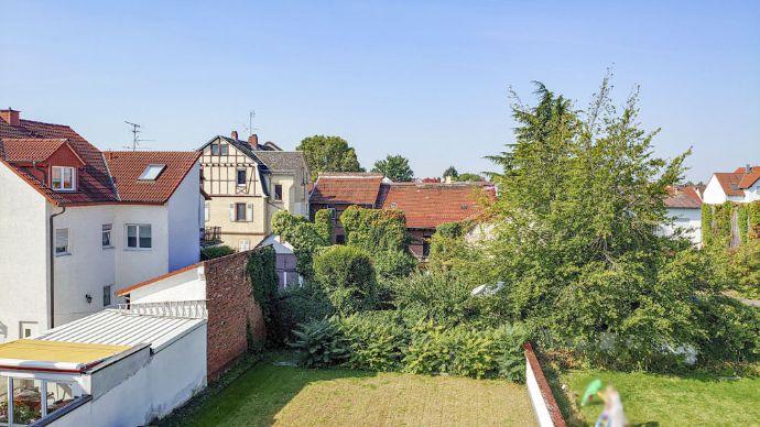 Dreieich: Klimatisierte Dachgeschosswohnung mit 2 Zimmern und großem Balkon; Ruhige Wohnlage in Spr