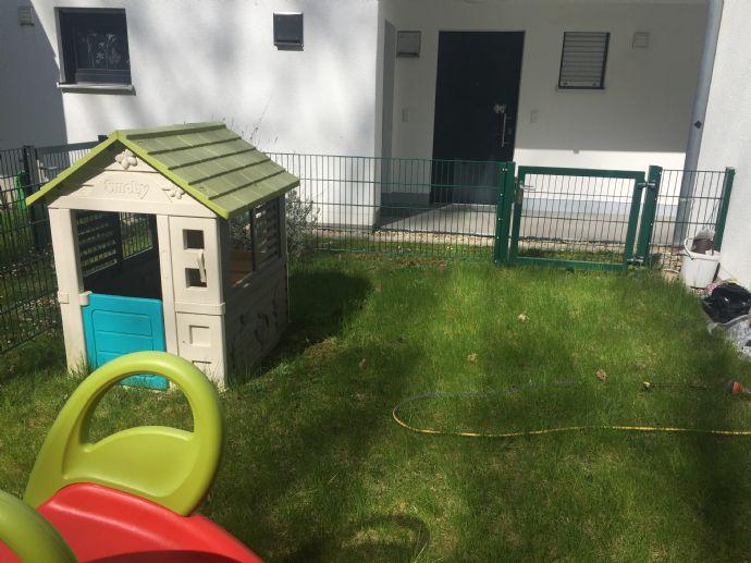Neuwertige 2 Zimmer EG Wohnung mit dem Garten und EBK von Privat