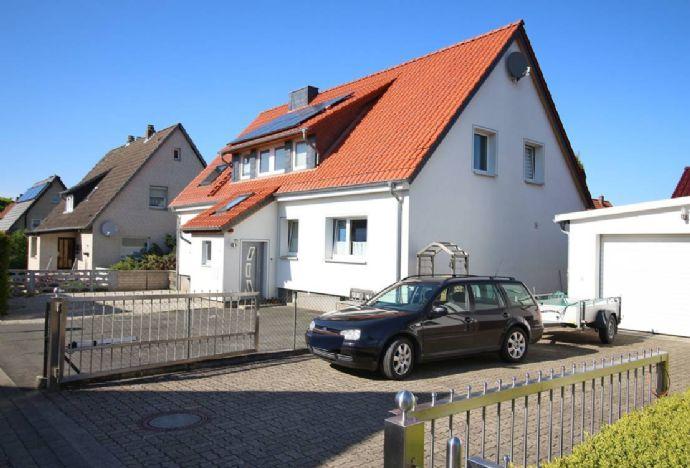 Hohenassel: Lukrative Kapitalanlage - Modernes Mehrfamilienhaus mit großem Garten und Vollkeller