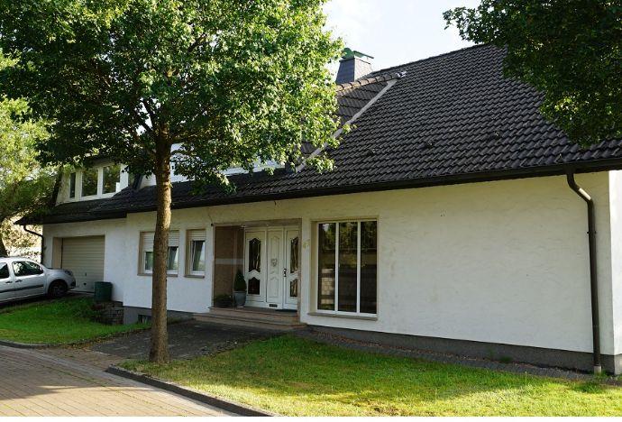 Großräumiges Wohlfühl-Mehrfamilienhaus in Bad Lippspringe (Top Wohnlage) zu verkaufen! Haupt und 3 Nebenwohnungen mit Haupt- und Nebeneingang
