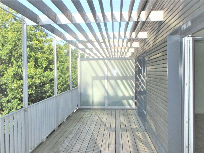 große 2 - Zimmer - Whg.ca. 87 m² & schöner Dachterrasse