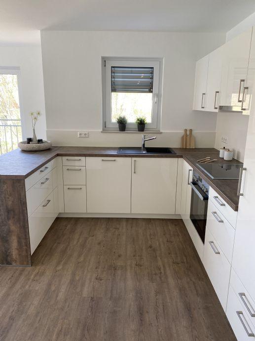 Erstbezug stilvolle 3,5 Zimmer Wohnung mit Küche, Balkon und Garage