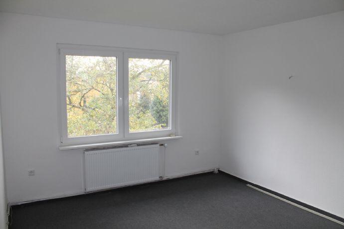 Renoviert - Hell - 2 Zimmer - Küche - Diele - Wannenbad mit Fenster