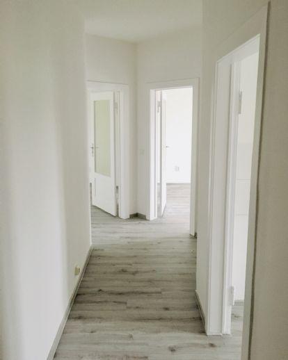 Erstbezug nach Sanierung: 2-Zimmer-Wohnung mit Balkon und grüner Aussicht
