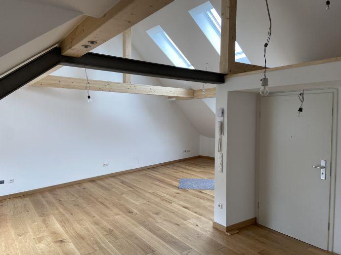 Liebevoll sanierte 70 m² Dachgeschosswohnung im Herzen von Ehrenfeld zu Vermieten