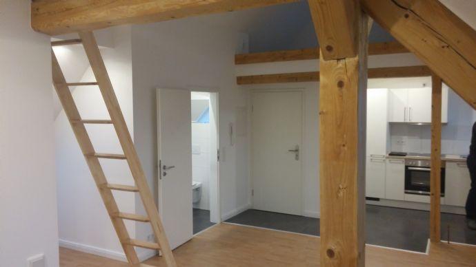ERSTBEZUG: Sanierte 3-Zimmer Dachwohnung zum 01.03.2021