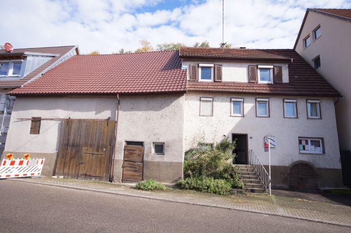 Sanierungsbedürftiges Zweifamilienhaus mit viel Potenzial zu verkaufen!