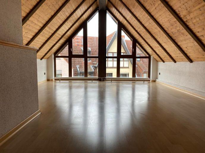 4-Zimmer-Wohnung in Hattersheim, renoviert und gepflegt, mit Einbauküche - Fußgängerzone Innensta