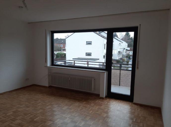 Wohnung mit Balkon im 1. Stock