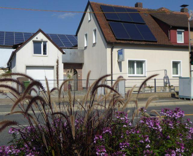 Hochwertig neu renoviertes Haus mit XXL Garage und 2 Stellplätzen