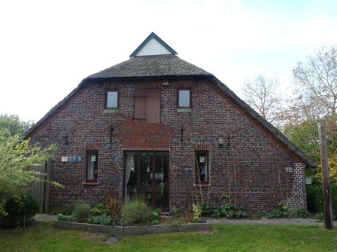 Reetgedecktes Haus mit Freizeitfläche in Traumlage!