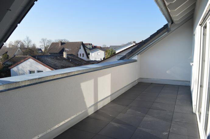 Neubau - Helle 3,5 Zimmer DG-Wohnung mit großer Dachterrasse zu verkaufen