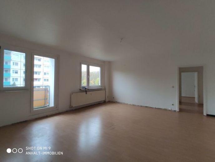 Renovierte 4-Raumwohnung | 3 Balkone | Aufzug | freie Parkplätze