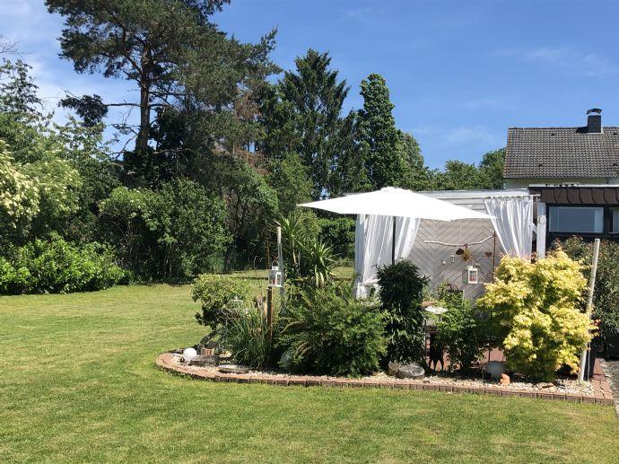Gepflegte und schön gelegene Villa mit zusätzlichem Baugrundstück zu verkaufen.