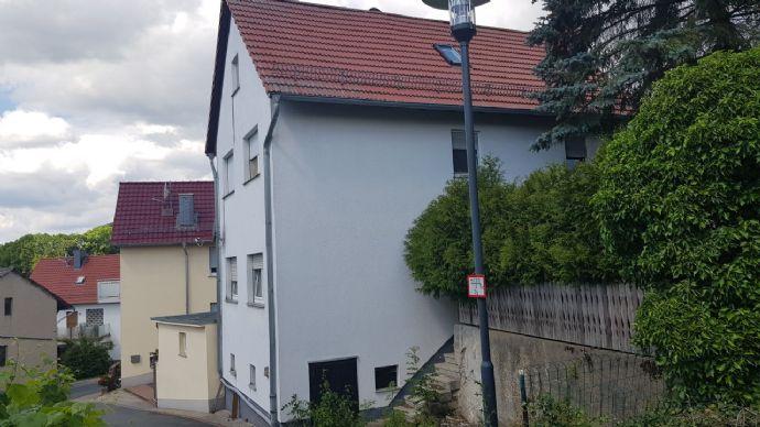 Sanierungsbedürftiges Einfamilienhaus mit viel Platz zu verkaufen