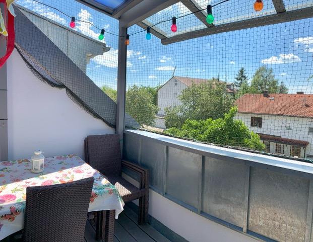Stilvolle, neuwertige 3-Zimmer-Dachgeschosswohnung mit Balkon und EBK nah Garching Forschungszentrum