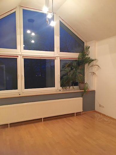 Großzügige und helle Dachgeschosswohnung
