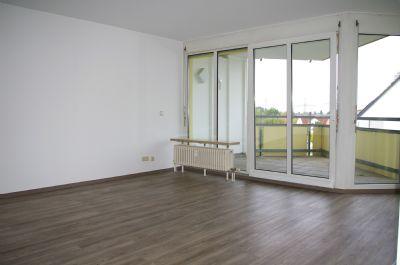 Helle 2 Zimmer Wohnung mit EBK und Balkon in Nürnberg/Rehhof