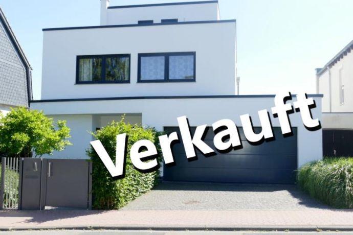 Neuwertige Bauhausvilla mit Top Ausstattung in herrlicher Lage von Bad Soden-Neuenhain