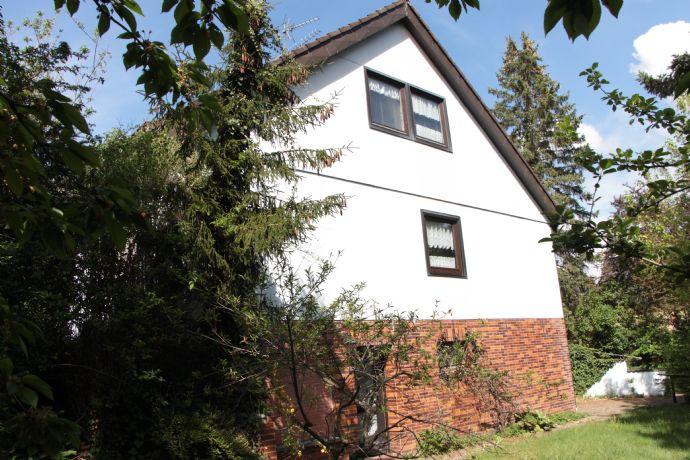 Großzügiges Einfamilienhaus mit eingewachsenem Grundstück