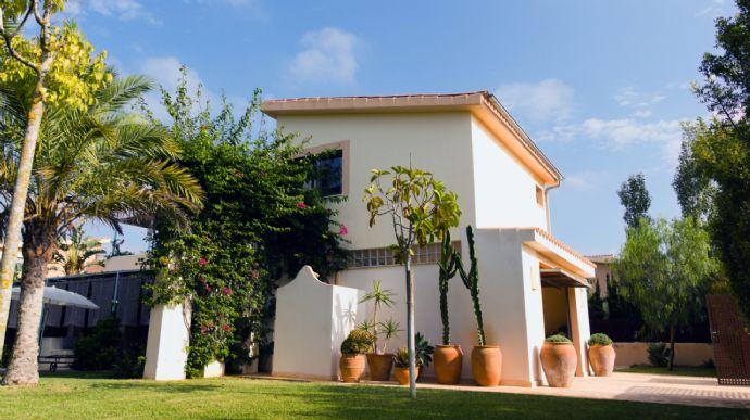 Moderne Villa mit Pool,Garage,Terrasse,Möbliert,Klimaanlage,Strand nah
