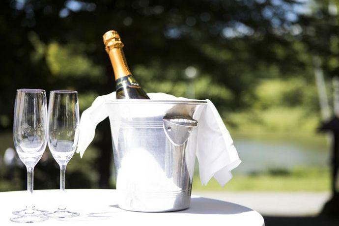 4 Sterne Hotel & Restaurant, Spa in Alleinlage direkt am Wald und angrenzendem See im LANDKREIS Karlsruhe!