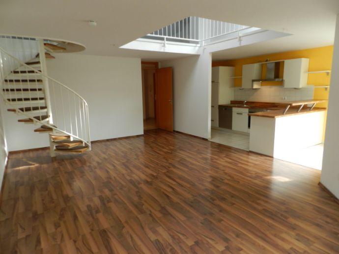 Liblar ! moderne 3-Zimmer-Dachgeschoß plus Galerie, Balkon zur Westseite