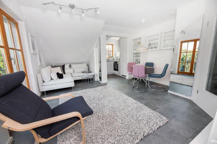 Vollausgestattete, moderne 2,5 Zi.-Wohnung mit Balkon in ruhiger, sonniger Lage ++ ERSTBEZUG ++