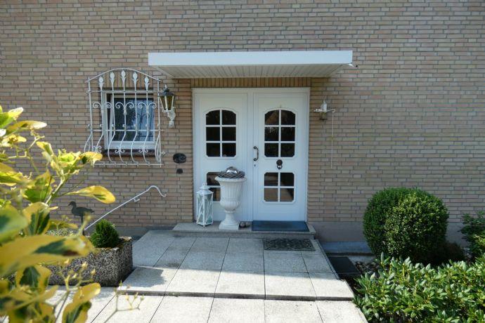 Zwischen Möhnesee und Belecke: SUPER schönes gepflegtes 1-2 Familienhaus mit Einliegerwohnung, Große Garage, Terrassen,