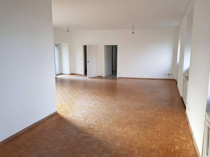 renovierte, 3-Zimmer-Wohnung in Altbau ab 01.08.2021 in Wesel zu vermieten